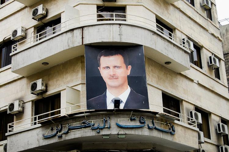 Em 2011, a população síria decidiu protestar contra a ditadura de Bashar al-Assad.[1]
