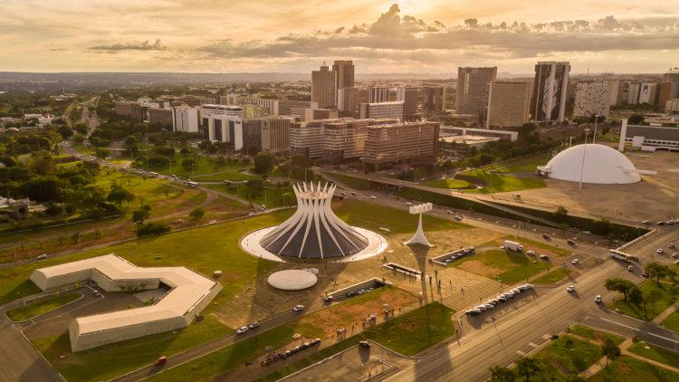 A paisagem urbana de Brasília retrata um conjunto arquitetônico singular.[3]