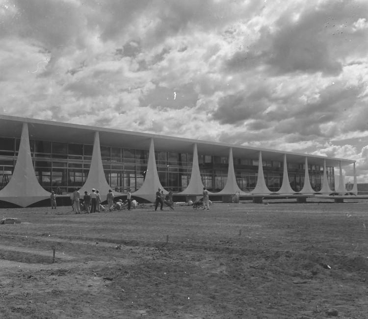 A construção de Brasília aconteceu durante o final dos anos 1950.