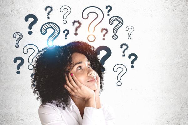 Uma pessoa curiosa é aquela que possui grande interesse em descobrir novas coisas e ter acesso a novos conhecimentos.