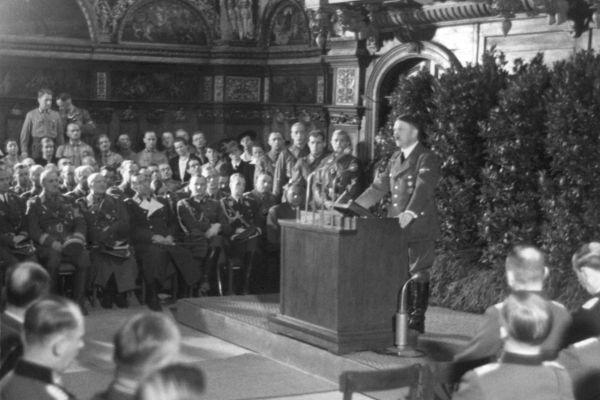 Os discursos de Hitler e seu papel como agitador político foram fundamentais para o crescimento do Partido Nazista.[1]