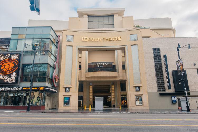 O Dolby Theatre, em Los Angeles, é o local que recebe a cerimônia do Oscar desde 2002.[2]