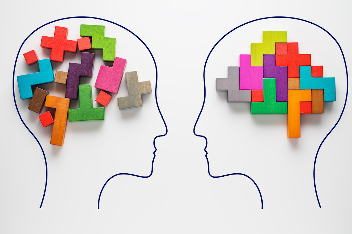 Para os filósofos racionalistas, como Descartes, o conhecimento válido é obtido apenas pela atuação do pensamento racional.