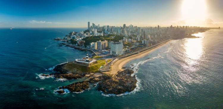 Vista aérea do Farol da Barra em Salvador, Bahia.[1]