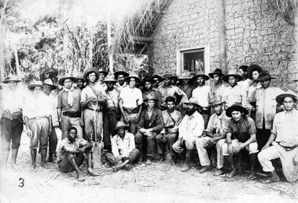 Integrantes da Coluna Prestes na Bolívia, onde se exilaram logo após o encerramento da marcha em 1927.[1]