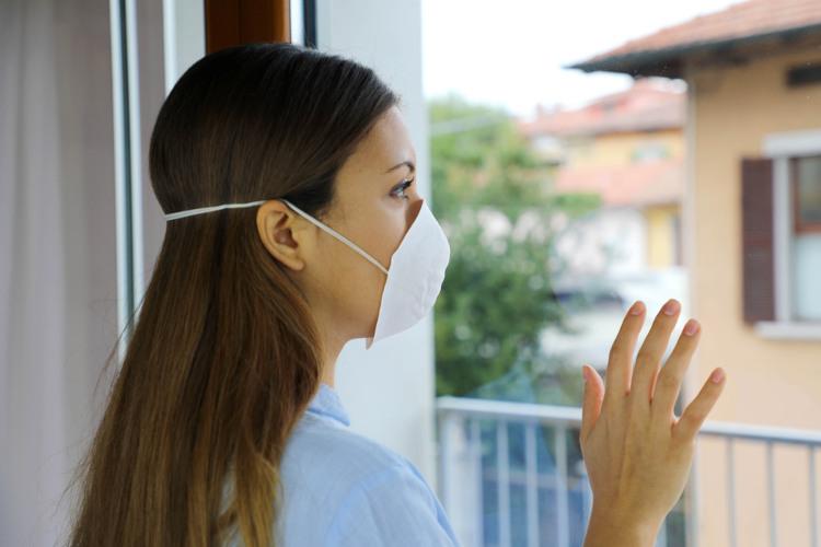 As pessoas doentes devem ser isoladas, a fim de impedir a transmissão da doença.