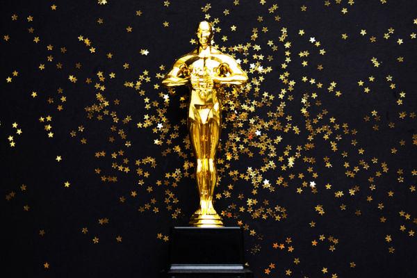 A primeira cerimônia de Oscar foi celebrada em um hotel, em Los Angeles, e contou com a presença de 250 pessoas.[1]