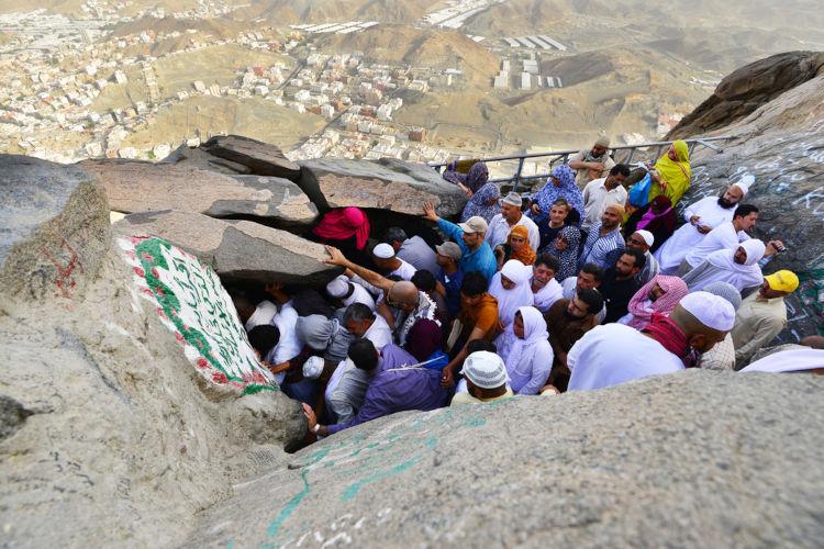 Hira, a caverna onde Muhammad recebeu a revelação de Alá por meio do anjo Gabriel.[1]