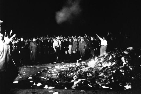 A grande queima de livros foi uma das etapas da revolução cultural promovida por Joseph Goebbels à frente do Ministério da Propaganda.[1]