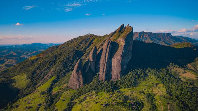 Pedra dos Cinco Pontões, em Itaguaçu, Espírito Santo.