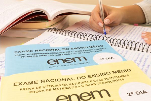 Estudantes podem escolher entre prova impressa ou digital