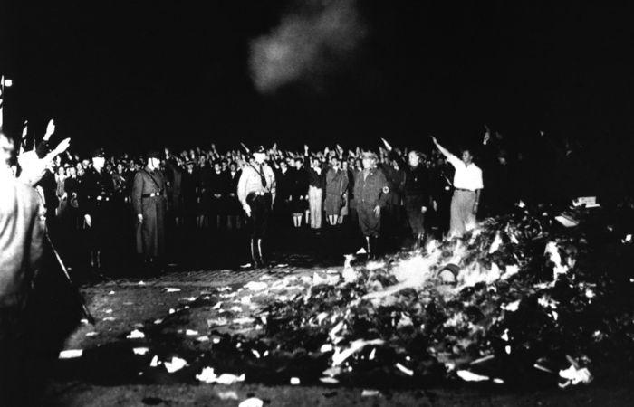 Obras de Sigmund Freud foram incineradas durante a grande queima de livros, promovida pelos nazistas em 1933.[1]