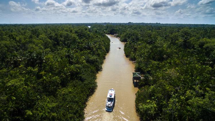 Vista aérea do Rio Amazonas em Belém do Pará, Brasil.
