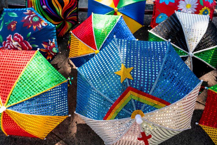 As sombrinhas do frevo são símbolos do ritmo e da cultura pernambucanos.