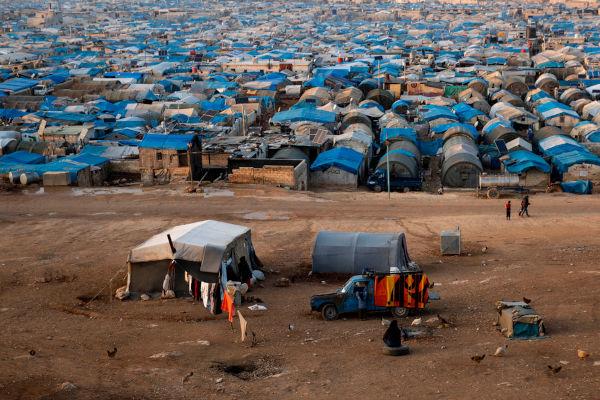 Campo de refugiados que abriga pessoas que fugiram da violência causada pela Guerra Civil Síria.[1]