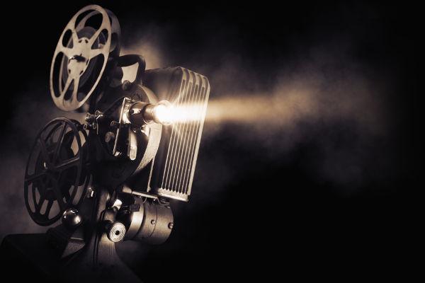 O cinema chegou ao Brasil em 1896, quando a primeira sessão de cinema foi realizada em nosso país.