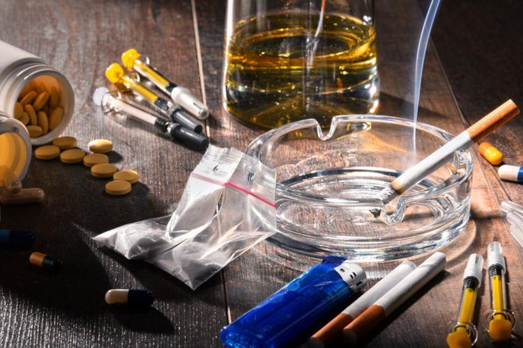 Existem diferentes tipos de drogas, sendo alguns de comercialização permitida.