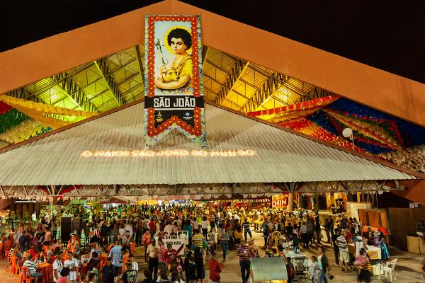 Festas de São João reúnem milhões de pessoas pelo Brasil. [1]