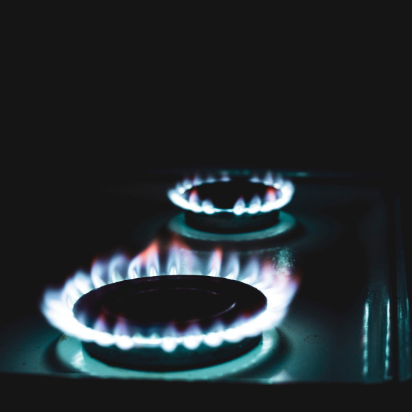 O gás de cozinha é o GLP, uma mistura de hidrocarbonetos de baixo ponto de ebulição.