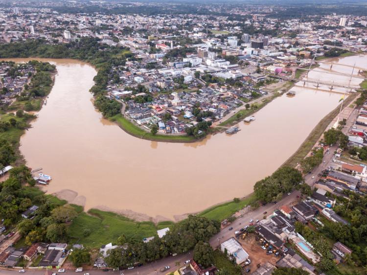 Foto aérea do rio Acre em Rio Branco.
