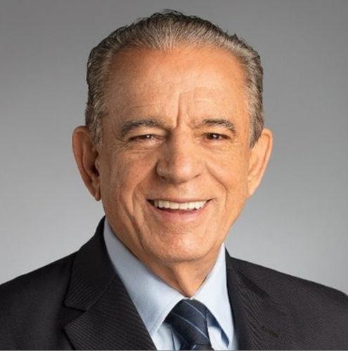 Iris Rezende teve uma carreira de expressão na política goiana, sendo eleito prefeito de Goiânia e governador de Goiás em diferentes ocasiões.[1]