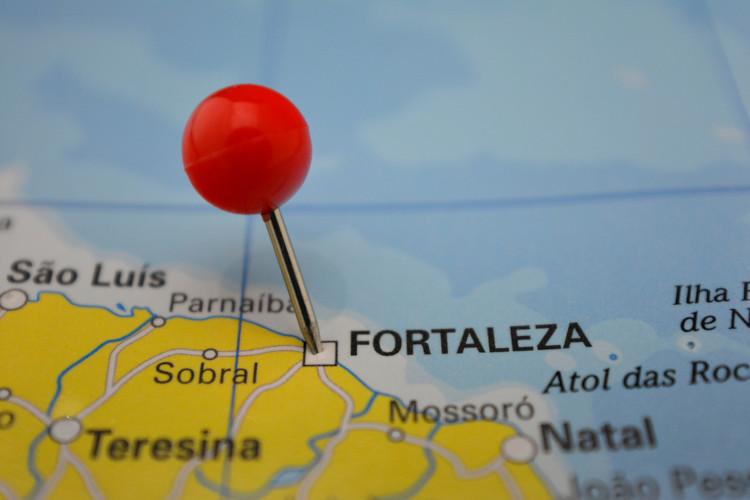 Mapa de parte do litoral nordestino com foco em Fortaleza.