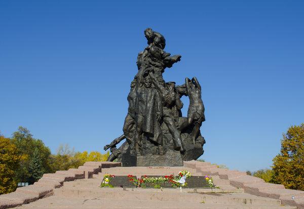 Memorial construído em Kiev em homenagem aos judeus executados durante o Massacre de Babi Yar.
