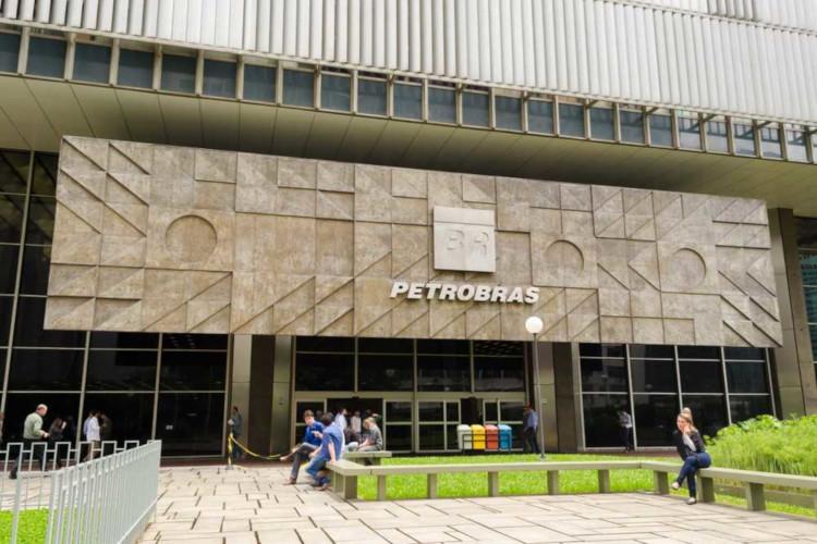 No ano de 2007, a Petrobras confirmou a descoberta do pré-sal no Brasil, o que deu um novo rumo à economia brasileira.