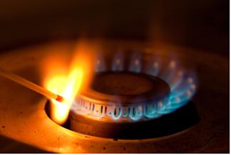 Para que a reação de combustão entre o gás propano e o oxigênio do ar se inicie, é necessário fornecer a energia de ativação