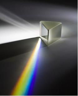 Prisma decompondo a luz solar