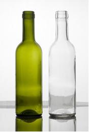 O carbonato de sódio é usado para fazer vidros