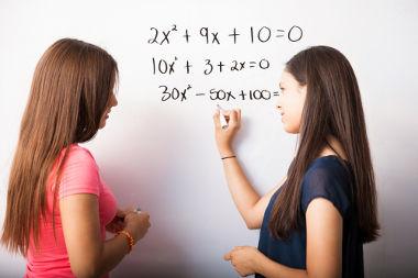 As equações, diferentemente das inequações, possuem uma igualdade