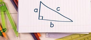 A trigonometria está relaciona aos ângulos e aos lados do triângulo retângulo
