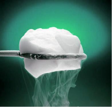 O gelo-seco passa diretamente do estado sólido para o gasoso