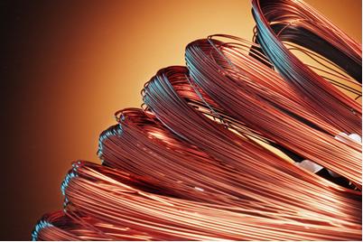 A principal utilizaçao do cobre é em fios elétricos