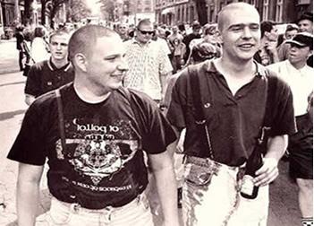 Os skinheads da década de 1960 se contrapunham aos seus contemporâneos hippies.