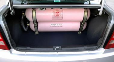 O gás natural pode ser utilizado como combustível para automóveis