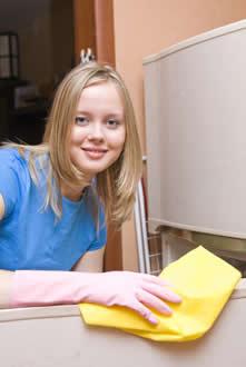 A limpeza das geladeiras pode ser feita regularmente porque elas são revestidas com polímeros acrílicos feitos a partir do acrilato de etila