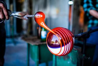 Fabricação artesanal de vidro