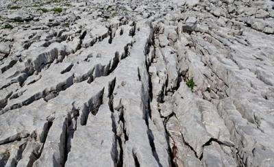 Fragmentação das rochas graças às ações do intemperismo