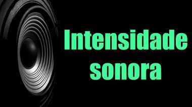 A intensidade sonora é a razão da potência emitida por uma fonte sonora e a área atingida pelas ondas de som