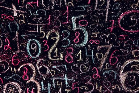 Decomposição em fatores primos: escrever números compostos como multiplicação de números primos
