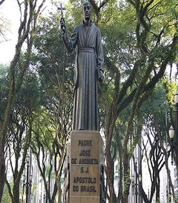 Monumento do padre José de Anchieta situado na Praça da Sé, em São Paulo