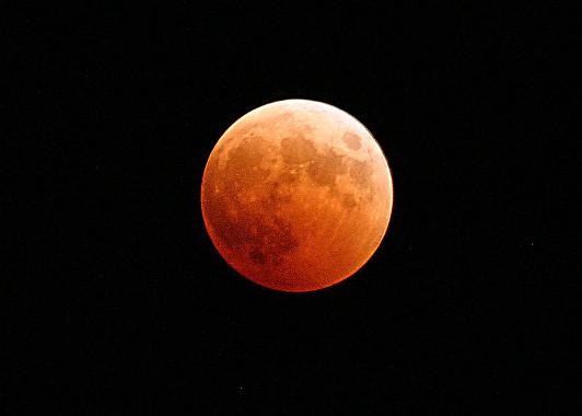 Imagem projetada de um eclipse lunar