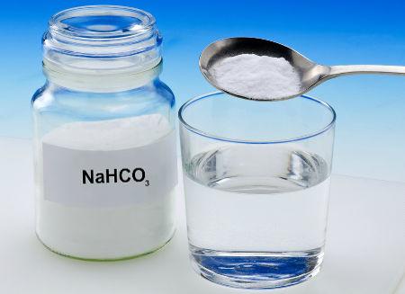 O bicarbonato de sódio é um sal hidrogenado que pode ser obtido por neutralização parcial