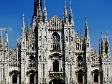 Acima, Catedral de Milão, em estilo gótico