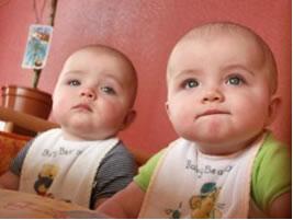 Assim como os gêmeos, moléculas isômeras se parecem, mas não são o mesmo composto.