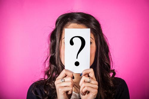 Os pronomes indefinidos fazem referência à terceira pessoa do discurso de forma indefinida, genérica e imprecisa