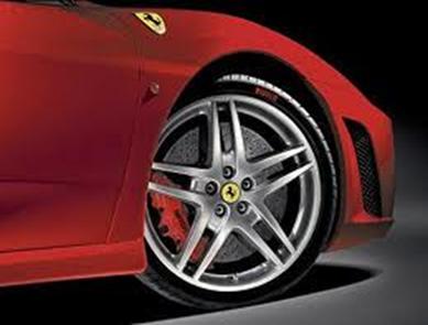 A roda de um automóvel movendo-se em uma superfície lisa apresenta movimento de rotação e translação
