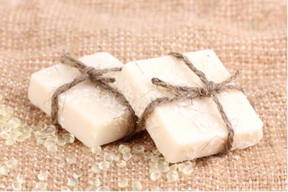 Os sabões são produzidos por meio de reações de saponificação